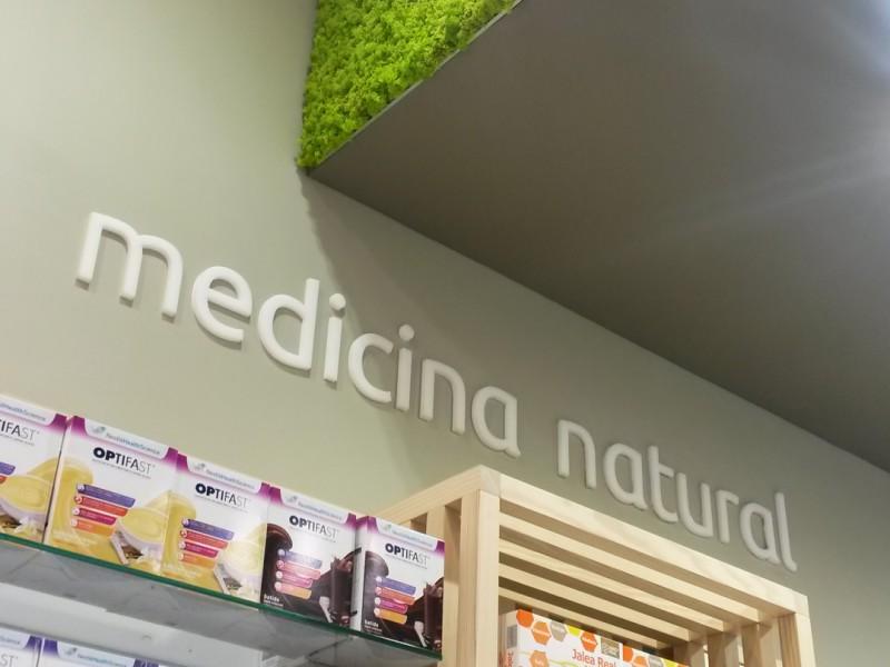 Detalle del estante medicina natural
