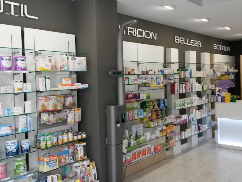 Expositores y mostrador farmacia Galicia Castrelos Stocklight