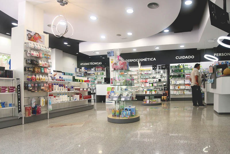 Interior de la Farmacia Faba