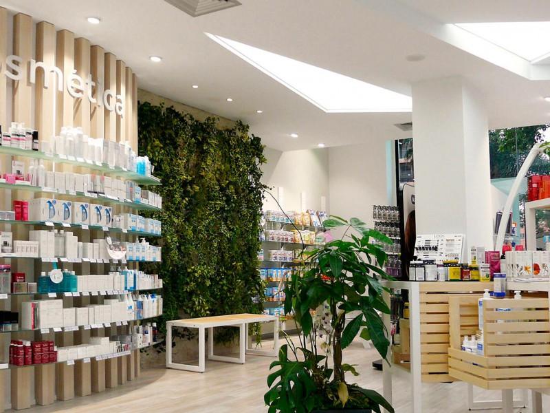 Interior farmacia COR mobiliario