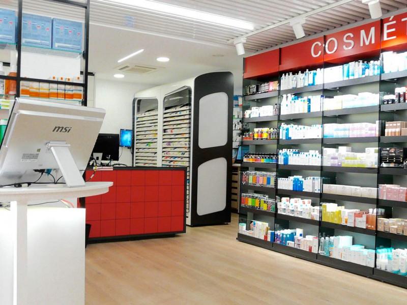Mostradores y expositores farmacia Mateu